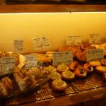 茨木市の春日商店街にあるル・ペトランに並ぶパンたち