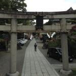 茨木の阪急とJRの駅の真ん中あたりにある茨木神社