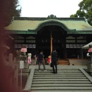 茨木神社でも七五三のお参りに来ている人がちらほら