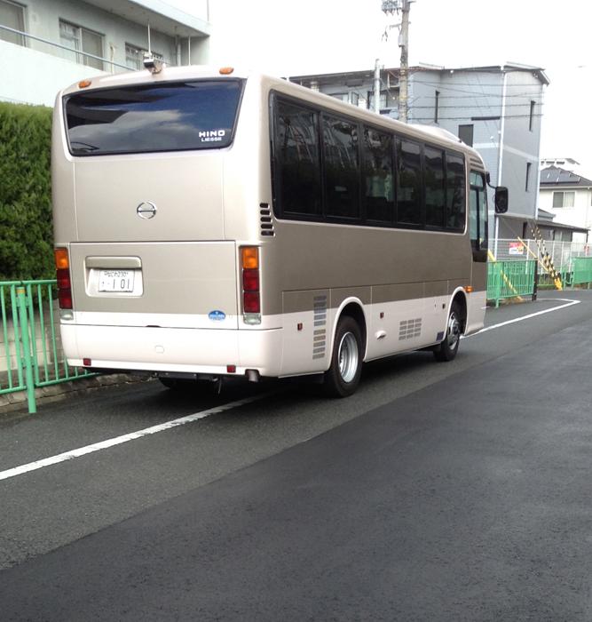 茨木市内に停まっていたロケバス