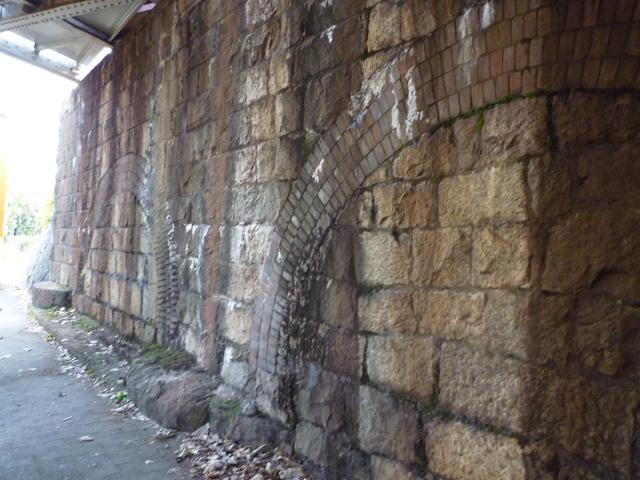茨木市川端通りのJR高架のトンネル跡5