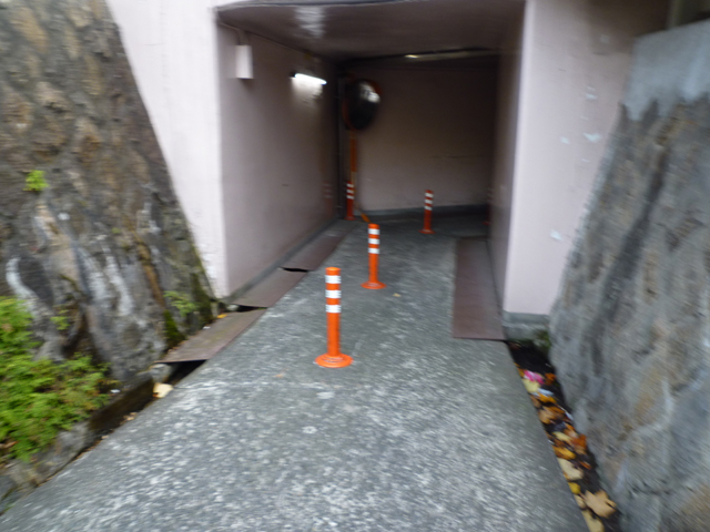 JR茨木駅大阪寄り高架下にあるポール2