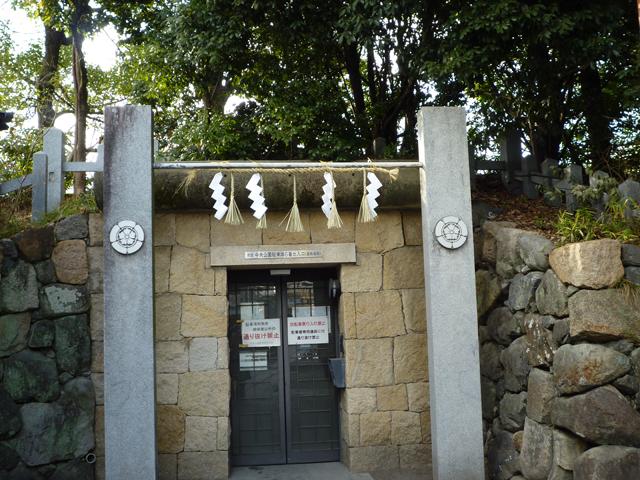 茨木神社から駐車場への通路