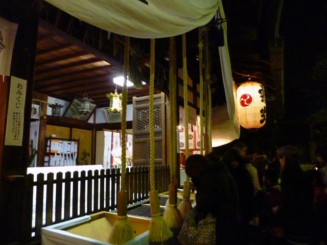 茨木神社お参り中2