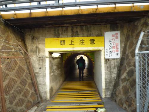 背の低いトンネル通行中