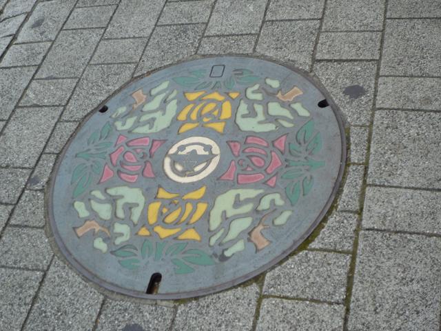 茨木市のマンホールのふた、カラフルバージョンのアップ