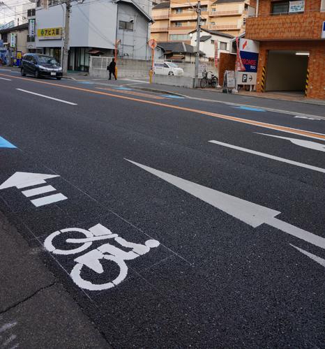 産業道路の吹田方面からの自転車通行レーン
