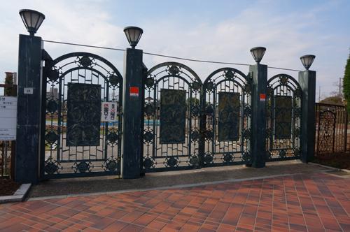 茨木の若園公園バラ園門