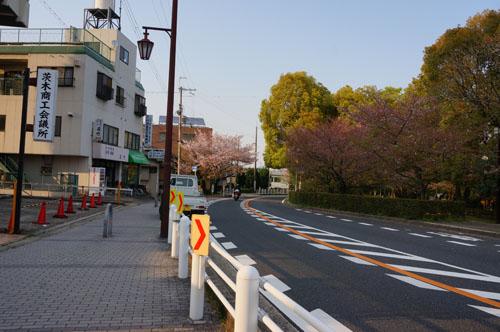 茨木商工会議所から国道へ