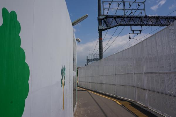 イオンからJR西口への歩道