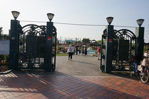 若園公園バラ園入口
