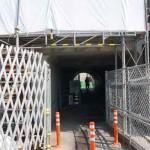 JR総持寺駅工事の高架トンネル