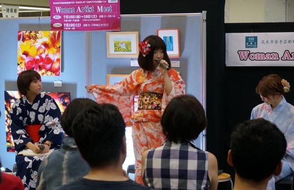 百貨店との企画で作られた浴衣。「これもアートです」と藤本さん。帯の原案となった絵も展示されていました。