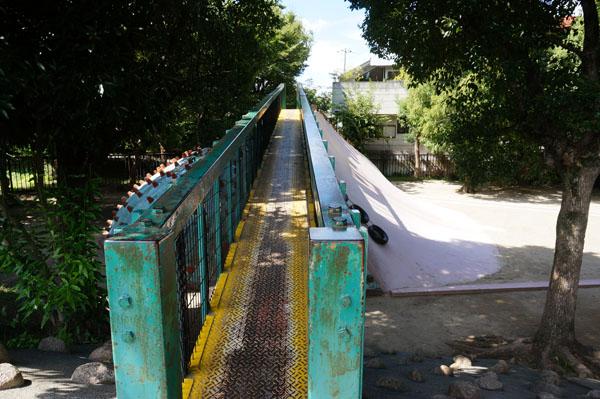 西河原公園滑り台への橋DSC05610