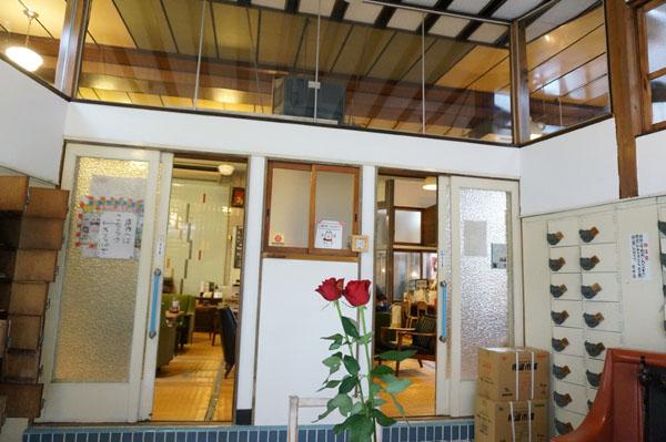茨木湯玄関の番台のとこDSC06041