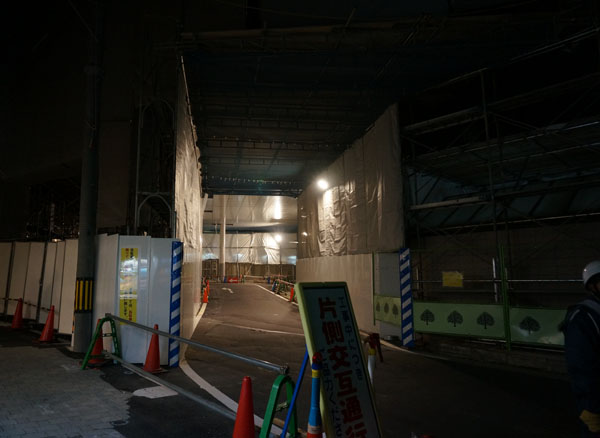JR茨木東口通り抜け2DSC07795