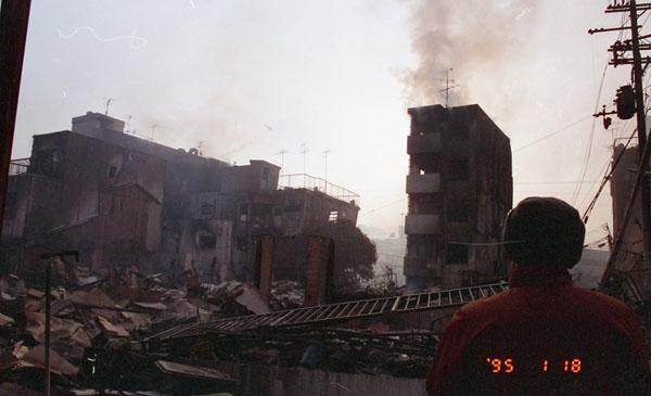 「阪神・淡路大震災1.17の記録」より <須磨区・戎町1丁目2付近>1995.1.18撮影