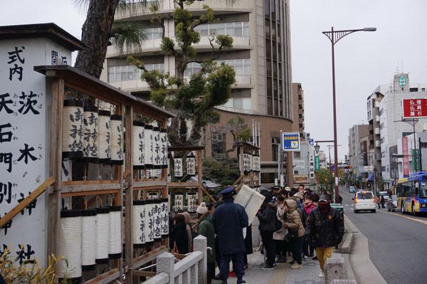 茨木神社初詣の行列