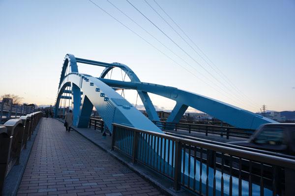 安威川・西河原新橋の全景