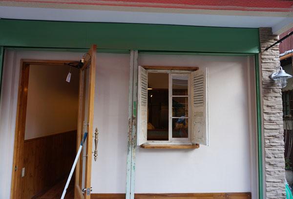 カフェカクタス工事中の窓