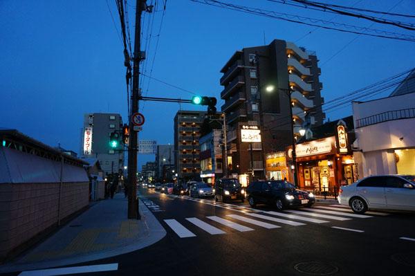JR茨木東・対面交差点の東方面