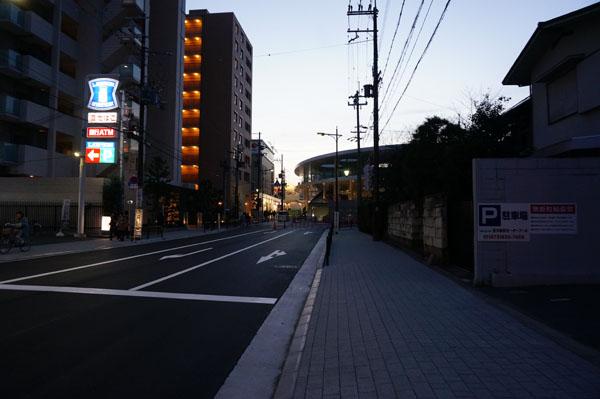 JR茨木東の対面交差点から駅方面