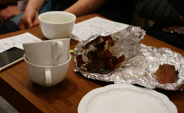 JR店主集まり後の珈琲と焼き芋の残骸