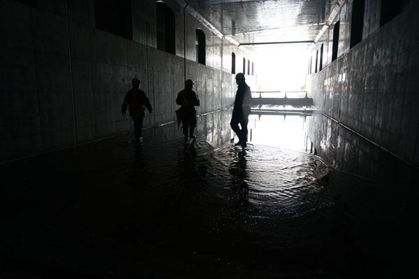 アンダーパス内の水