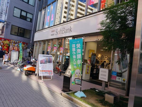 阪急東口のソフトバンク外観