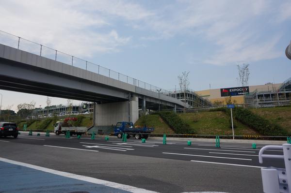 エキスポシティへの陸橋