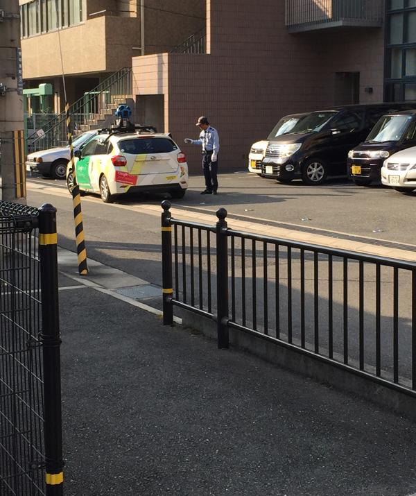 グーグルの車が停まる2