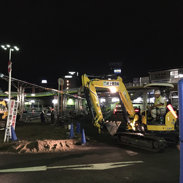 JR茨木西バス停のところで重機作業