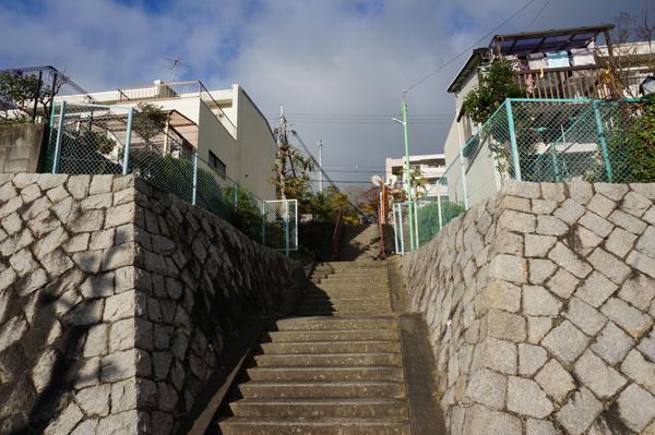 山手台住宅地の中の階段