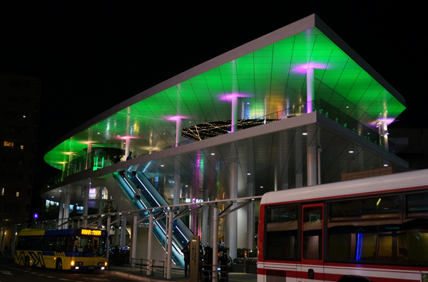 JR東口二階が緑色