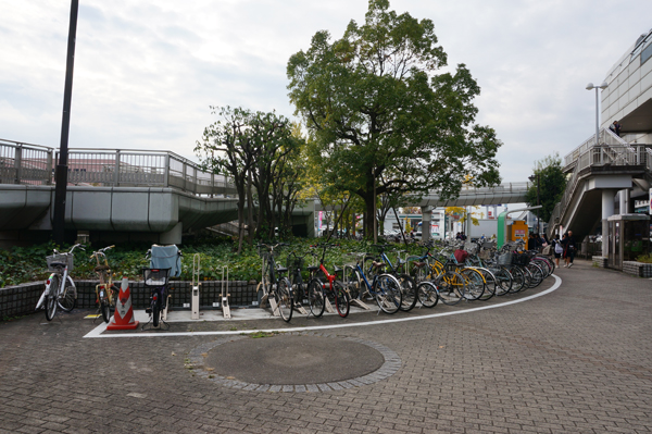 宇野辺駅そばの駐輪スペース