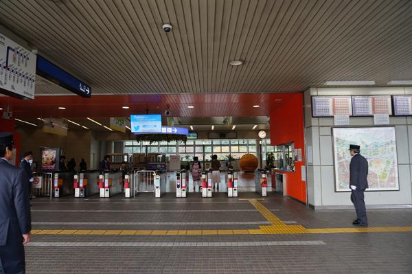 万博記念公園駅の改札