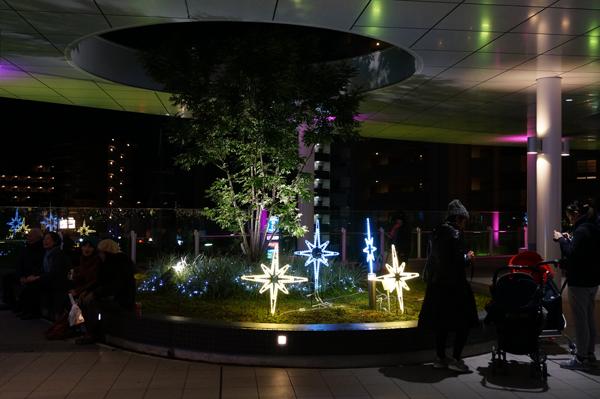 JR東口二階で星の飾りのイルミネーション