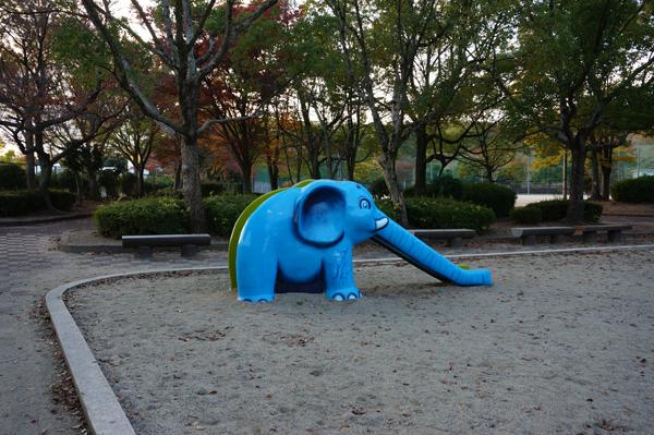 山手台公園の象のすべり台