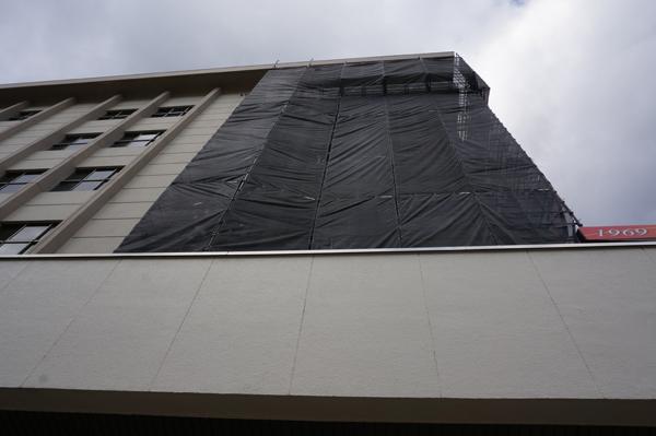 茨木市民会館一階から見上げる
