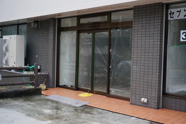 宮元町新しいセブンイレブン入り口