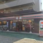セブンイレブン沢良宜西店入口