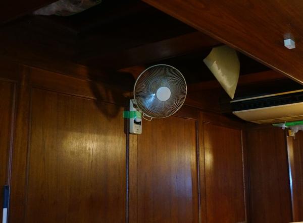 023タシモリカレー店内扇風機