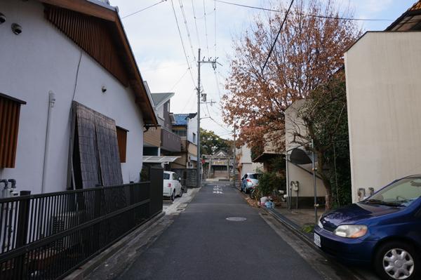 16判官街道の先に春日神社