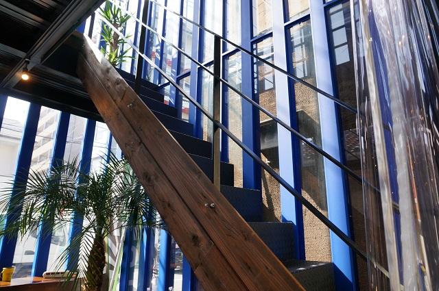 ポイントブレイク店内階段