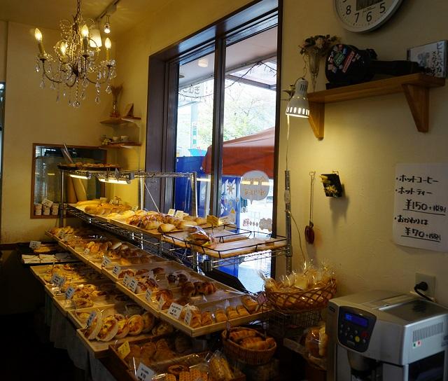 パン屋mugimugi店内のパン