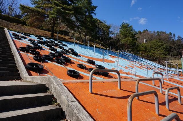 5忍頂寺スポーツ公園タイヤの壁