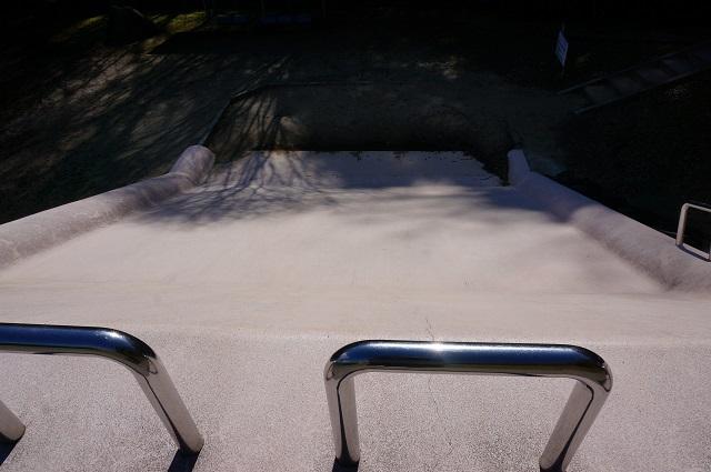 13忍頂寺のピンクのすべり台上から見る
