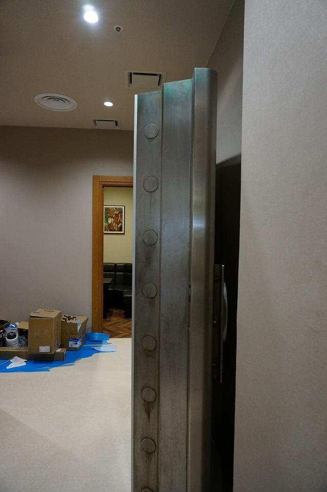 1階パーティルームの扉