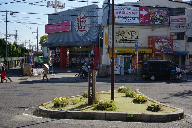 阪急総持寺駅前の通