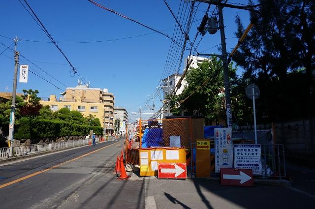 総持寺駅前の道路工事中5月